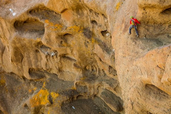 Jonathan Thesenga, Standard Route 5.9, Shiprock. Photo: Andrew Burr
